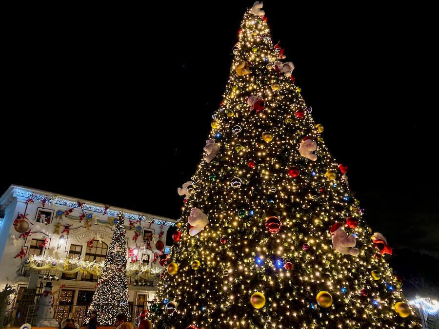 Árboles de Navidad iluminados de PortAventura