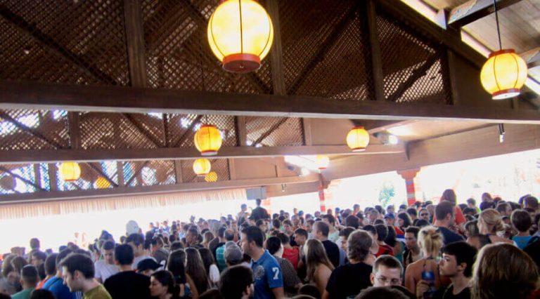 Colas de Shambhala en PortAventura llenas de gente