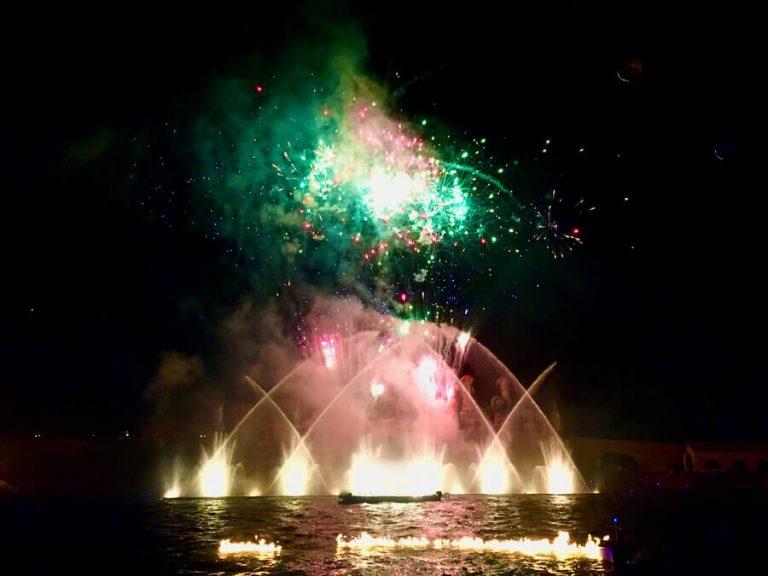 FiestAventura show con fuegos artificiales de PortAventura
