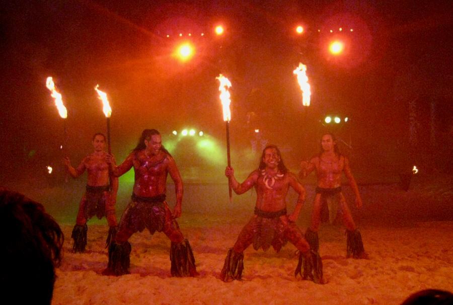 Show nocturno de PortAventura: Noches de Fuego en Tahití