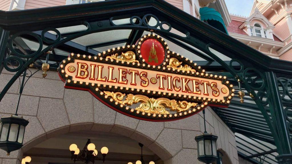 Cartel de Entradas a la entrada de Disneyland Paris
