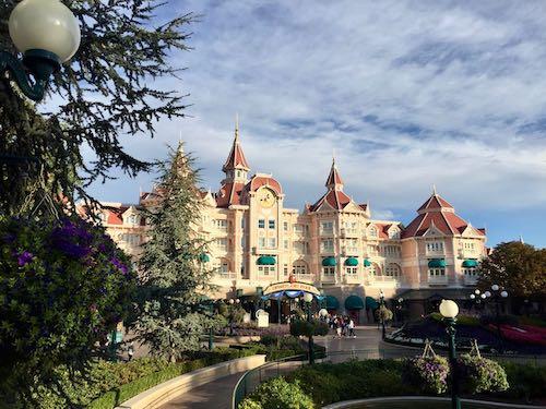 Vista del Hotel Disneyland desde los Fantasia Gardens