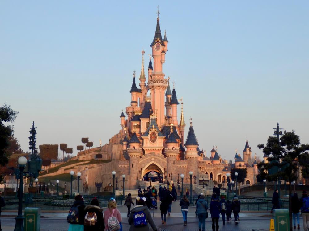 Amanecer en el Castillo de la Bella Durmiente de Disneyland Paris