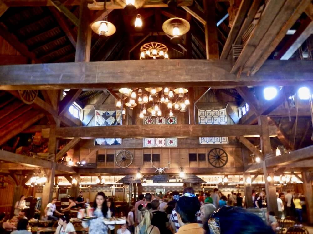 Interior de Cowboy Cookout Barbecue de Frontierland en Disneyland Paris