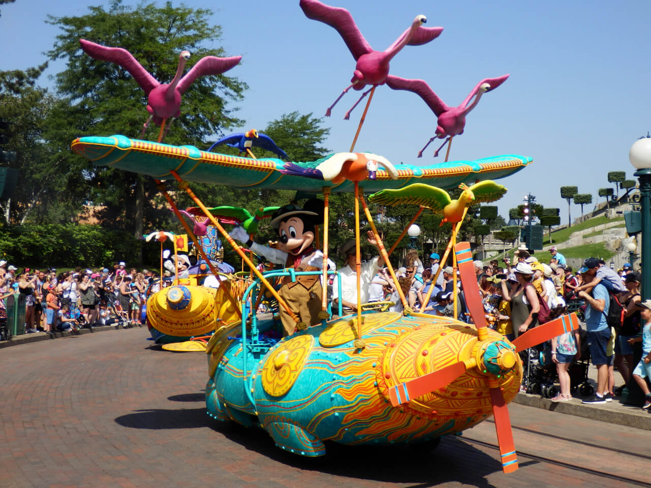 Mickey Mouse en el show Jungle Book Jive de Disneyland Paris