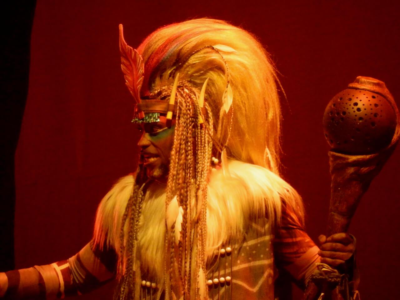 Rafiki en el Show El Rey Leon y los Ritmos de la Tierra en Disneyland Paris
