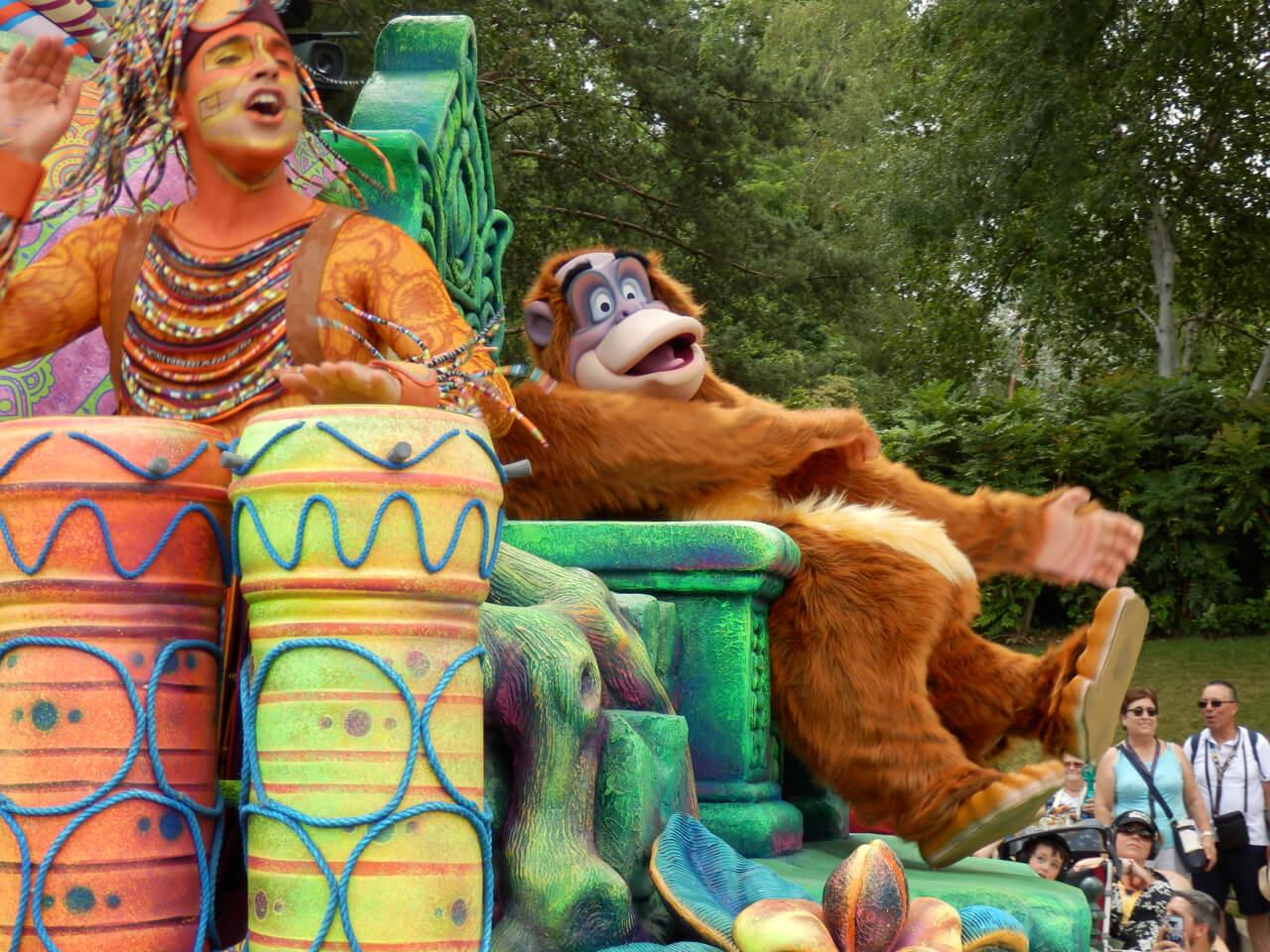 El Rey Louie en el show Jungle Book Jive de Disneyland Paris