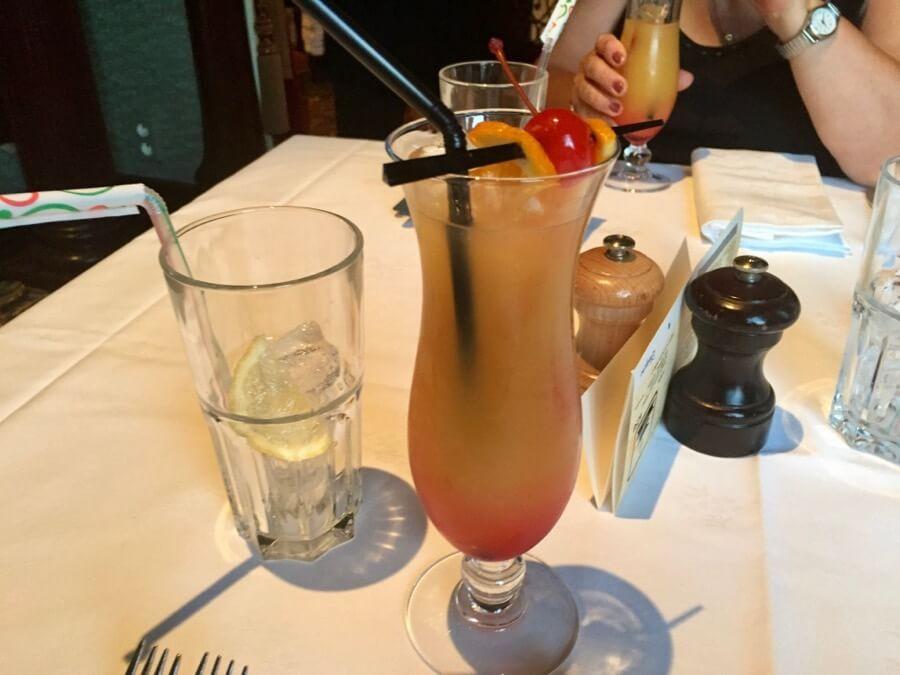Bebida de Bienvenida en Restaurantes de Mesa para Pases Anuales de Disneyland Paris