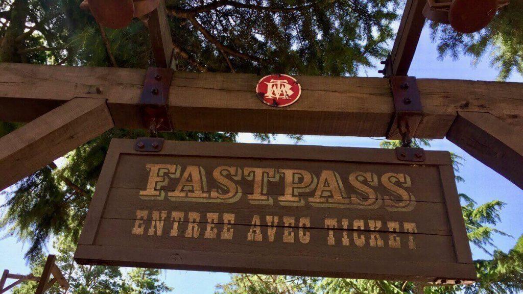 Entrada a cola FASTPASS de Big Thunder Mountain - Disneyland Paris