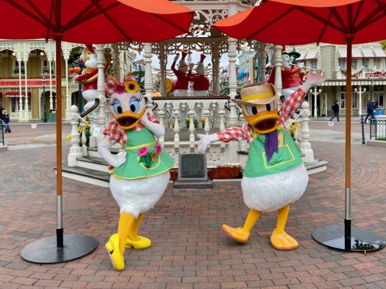 Donald y Daisy disfrazado en el Halloween 2020 de Disneyland Paris