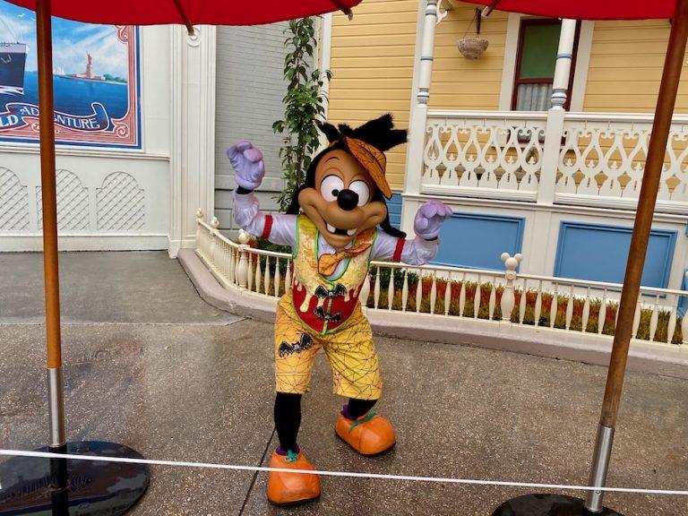 Max disfrazado en el Halloween 2020 de Disneyland Paris