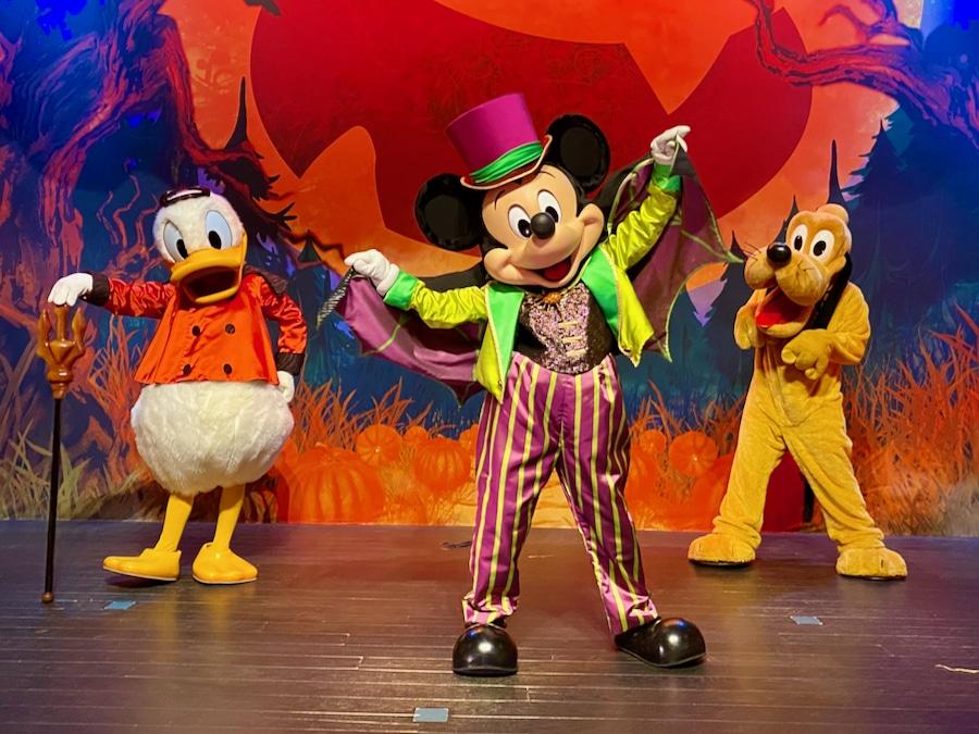 Mickey Pluto y Donald disfrazado en el Halloween 2020 de Disneyland Paris