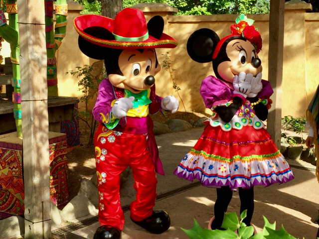 Mickey y Minnie Mexicanos