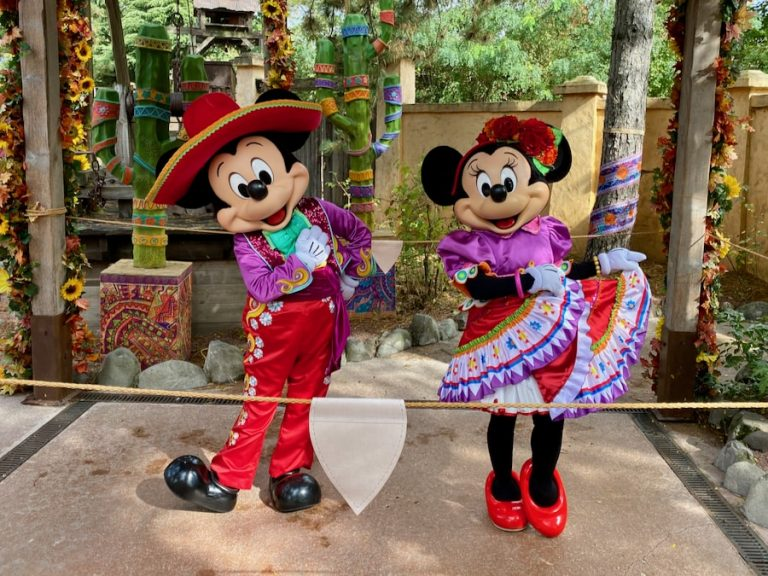 Mickey y Minnie disfrazado en el Halloween 2020 de Disneyland Paris