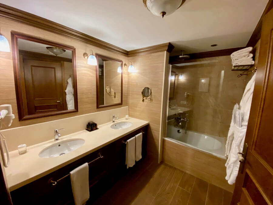 Colorado Creek Hotel - baño