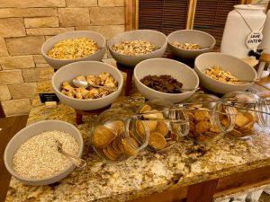 Creek View Buffet Desayuno - cereales y galletas