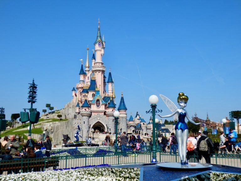 Decoración del 25 aniversario en el castillo de Disneyland Paris