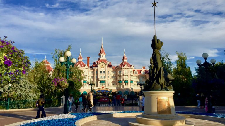 Disneyland Paris vista del hotel Disneyland desde los Fantasia Gardens