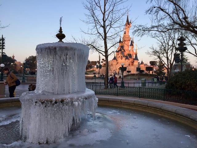 Fuente congelada en Disneyland Paris