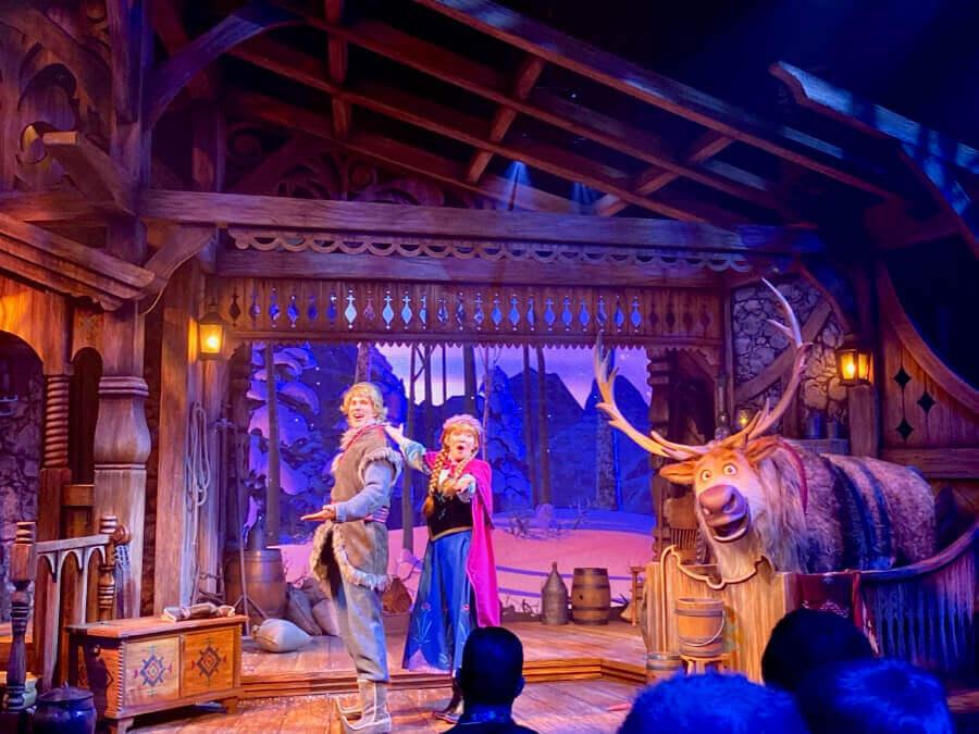 Anna, Kristoff y Sven en Frozen a Musical Invitation