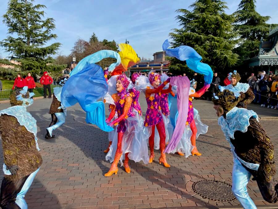 Bailarines de los cuatro elementos en Frozen 2 an Enchanted Celebration