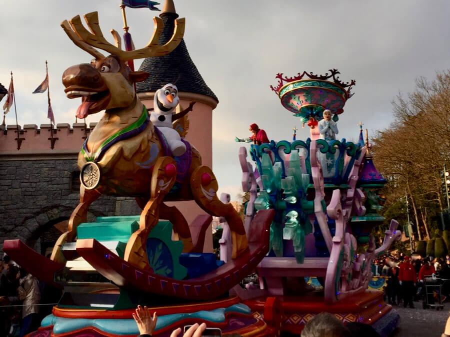 Carroza de Frozen en Disney Stars on Parade