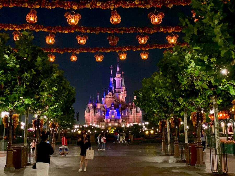 Castillo de Shanghai Disneyland de noche