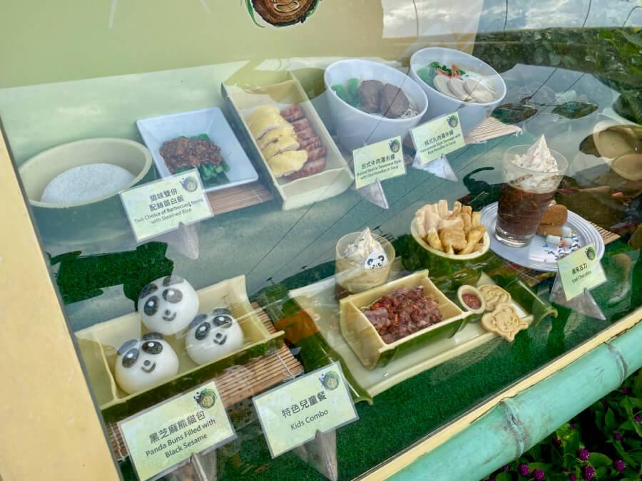 Expositor con comida en restaurante de Ocean Park Hong Kong