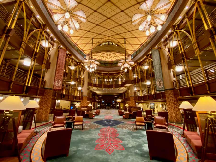 Lobby del hotel Explorers Lodge de Hong Kong Disneyland