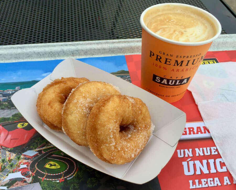 Cafe y Rosquillas de Cafe Saula en Mediterrania de PortAventura