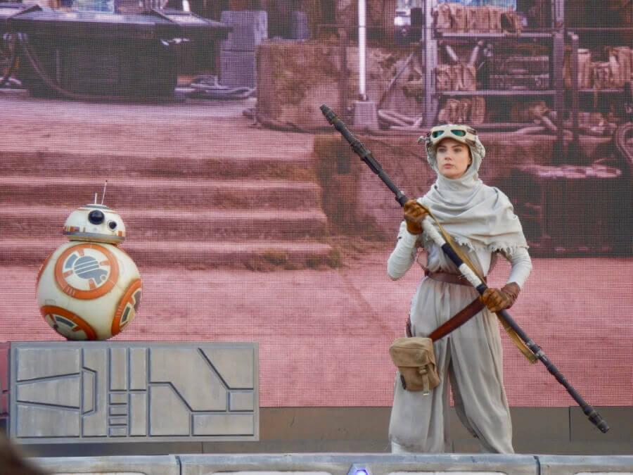 Disneyland Paris Leyendas de la Fuerza - Rey y BB-8