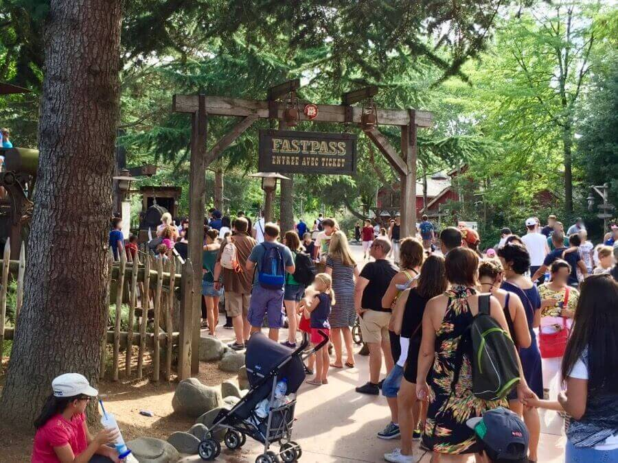 Entrada a la cola FASTPASS de Big Thunder Mountain despues de estar fuera de servicio