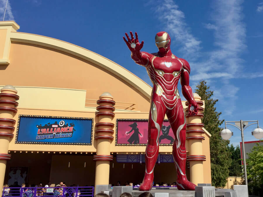 Estatua de Iron Man en la Temporada de Superheroes Marvel de Disneyland Paris