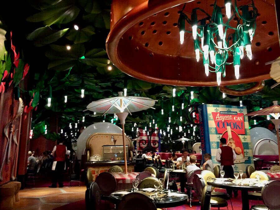 Interior de Bistrot Chez Remy el restaurante de Ratatouille en Walt Disney Studios de Disneyland Paris