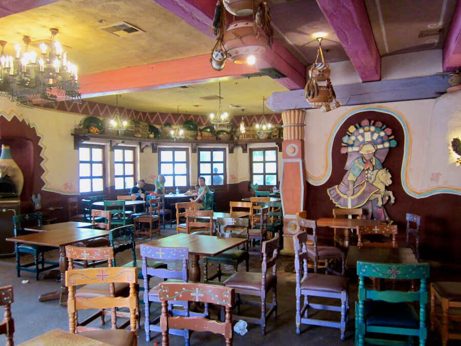 Interior del Restaurante Fuente del Oro en Disneyland Paris