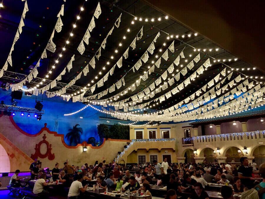 Interior del restaurante La Cantina de PortAventura