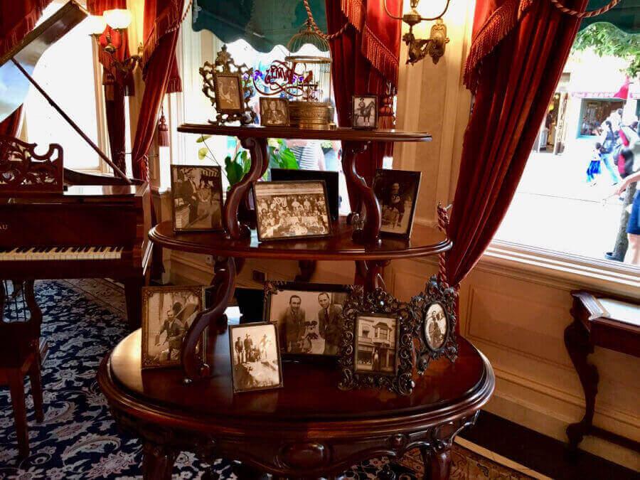 Lobby de Walts An American Restaurant en Main Street de Disneyland Paris