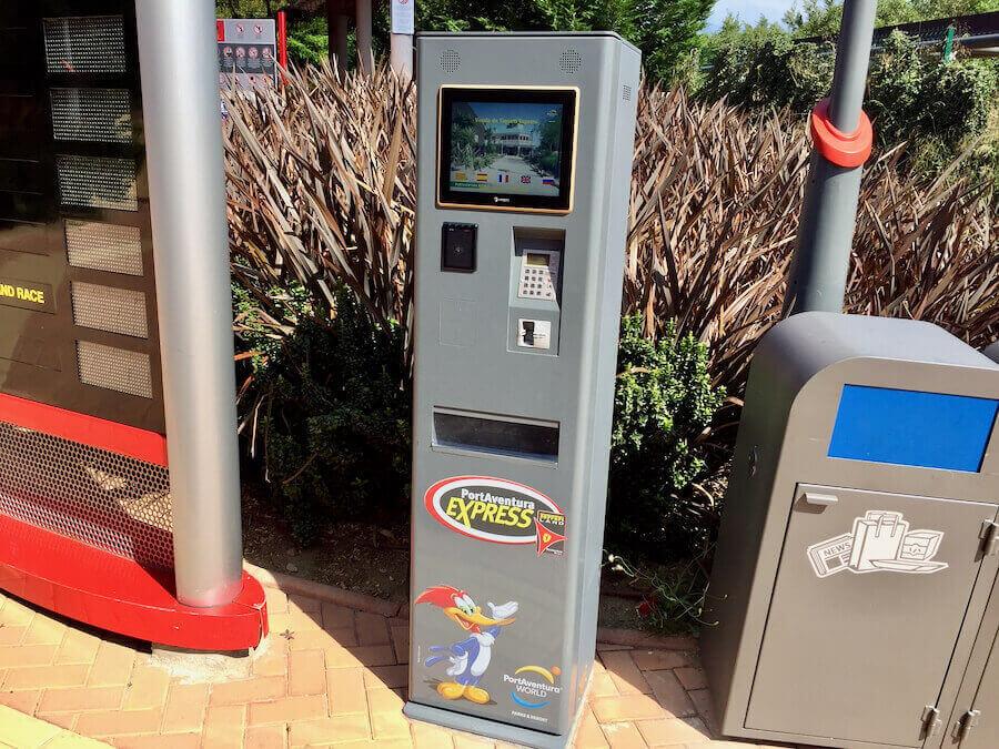 Maquina de venta de PortAventura Express en Ferrari Land