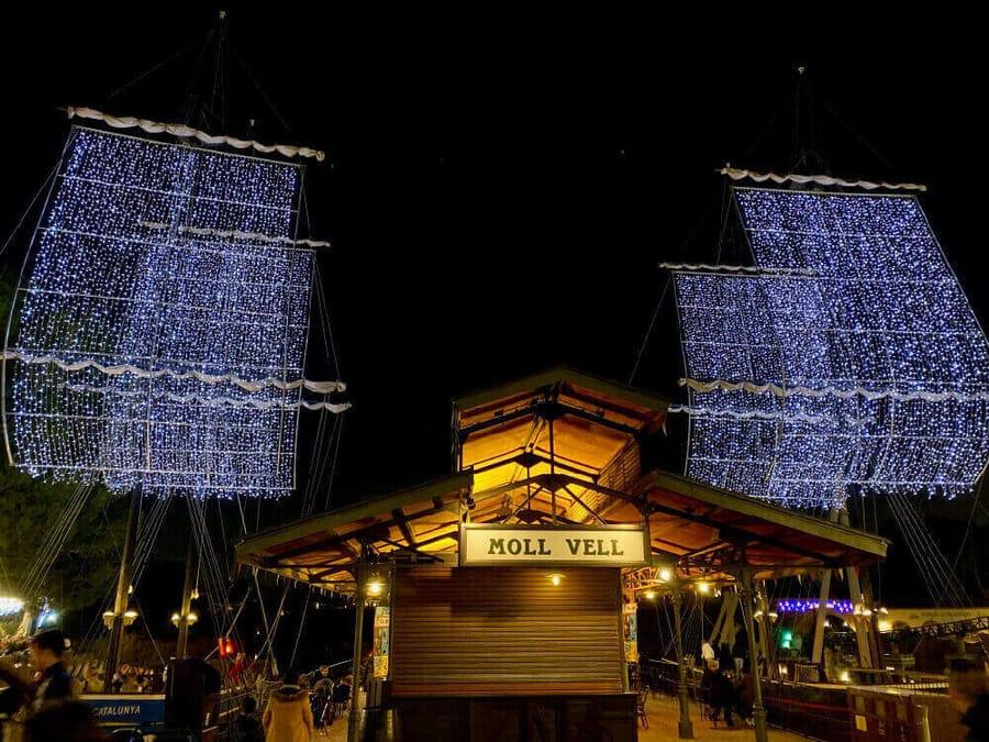 Navidad PortAventura Barco con velas de luces en Mediterrania