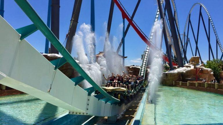 Tren de Shambhala en PortAventura pasando por el splash