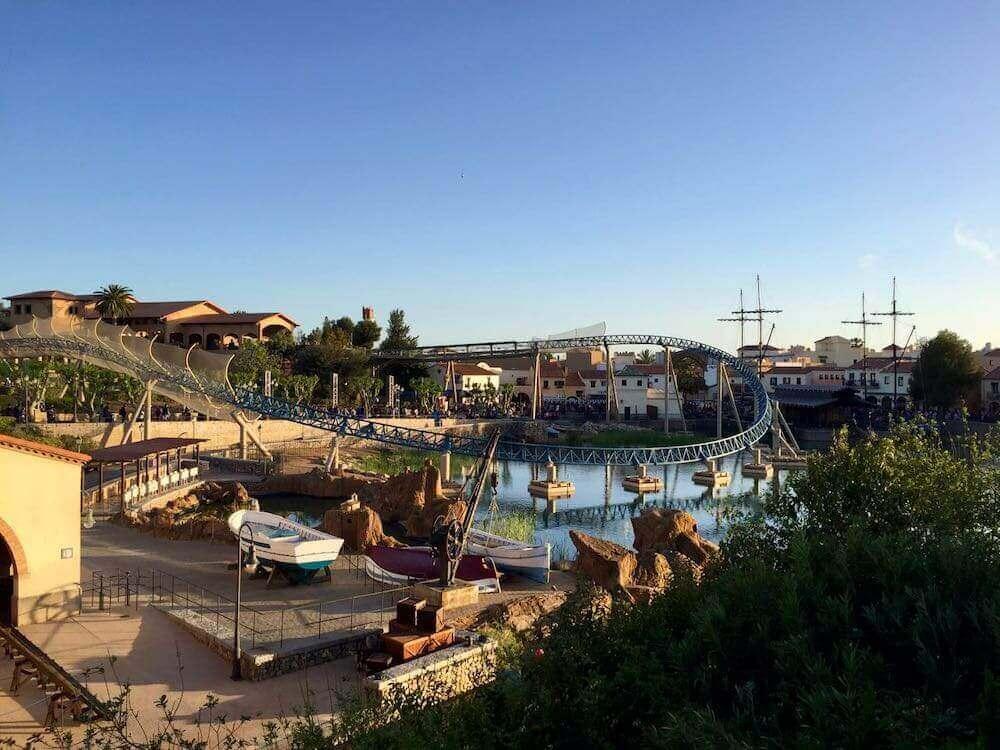 Vista de Mediterrània en PortAventura desde el puente al Far West