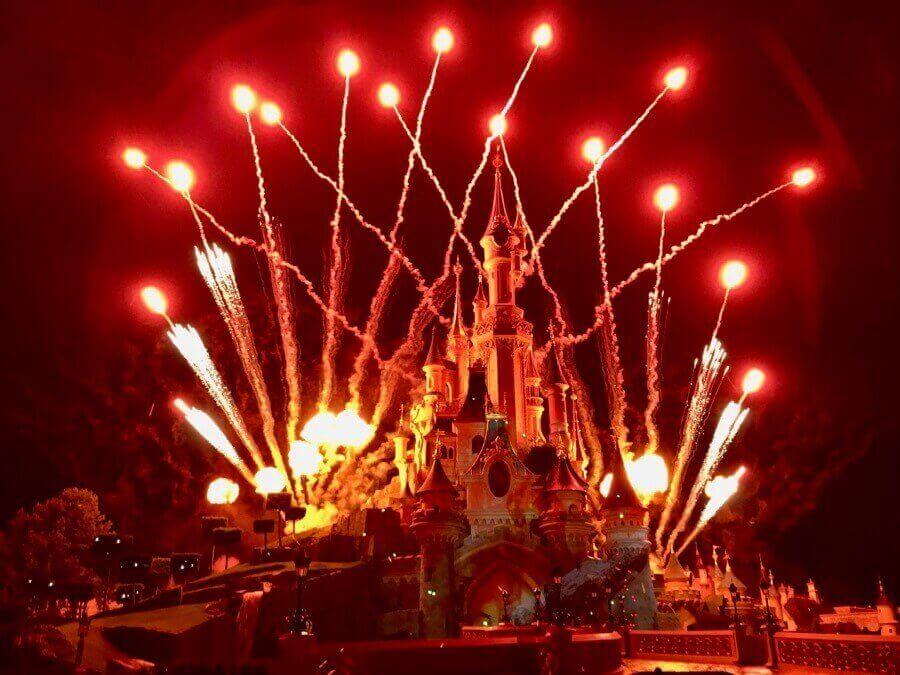 Vistas de Disney Illuminations en Disneyland Paris - desde la zona VIP de Pase Anual Infinity