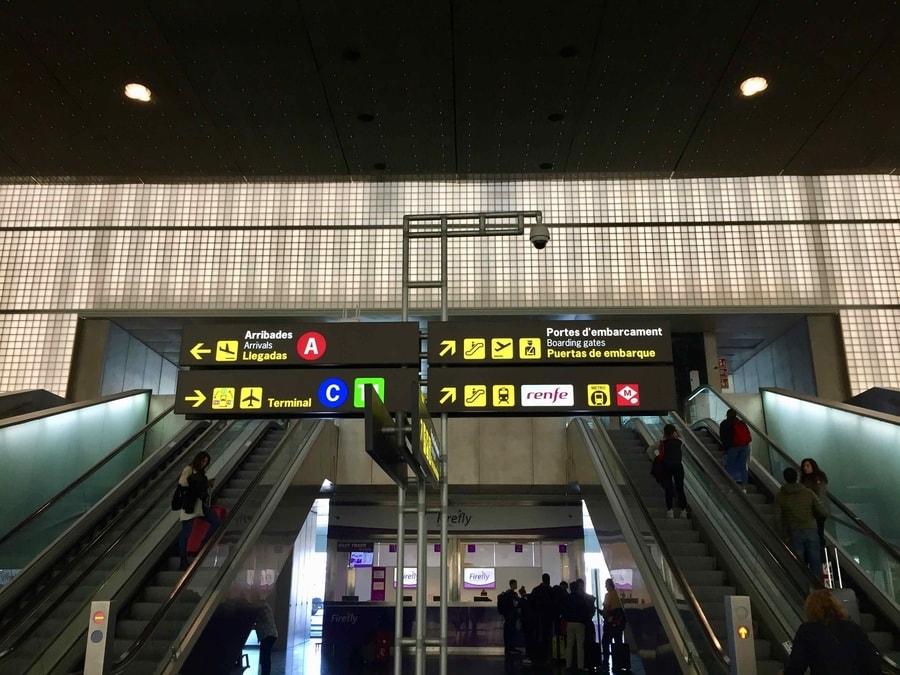 Escaleras en la Terminal 2 del Aeropuerto Barcelona El Prat