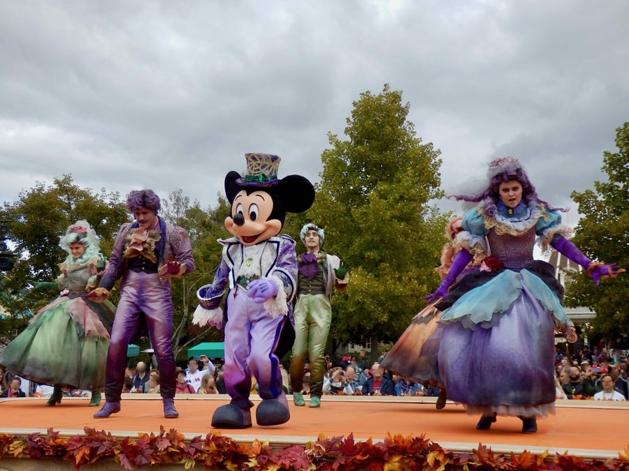 Mickeys Halloween Celebration - Mickey en uno de los escenarios