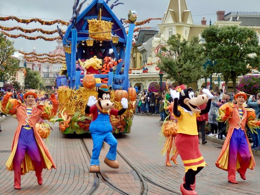 Mickeys Halloween Celebration - Winnie the Pooh y amigos