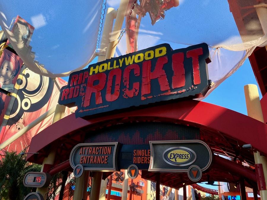 Cartel de entrada a Rip Ride Rockit en Universal Studios Florida
