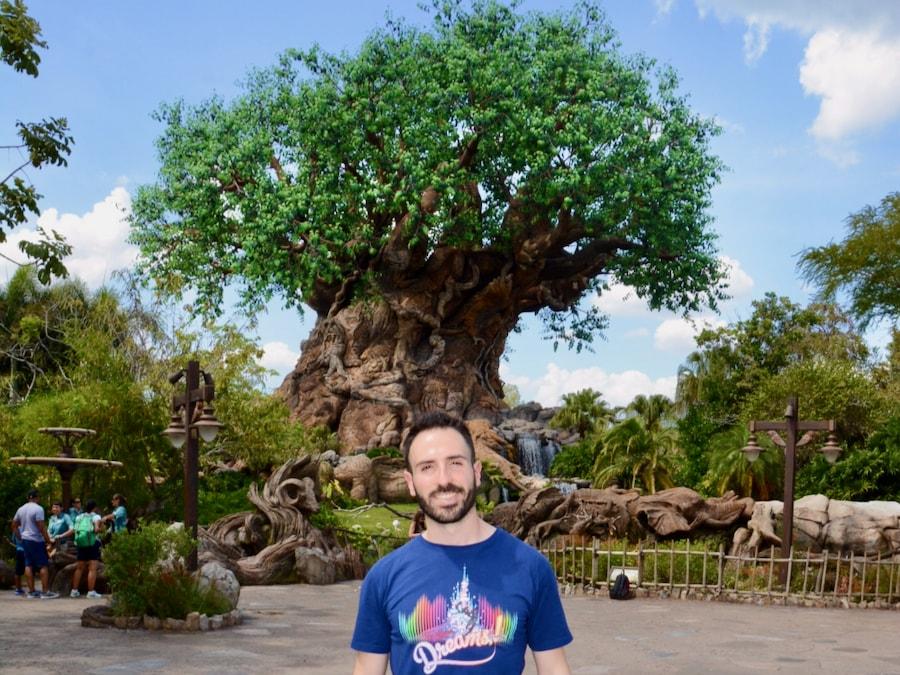 Foto de Memory Maker delante del Tree of Life en Animal Kingdom