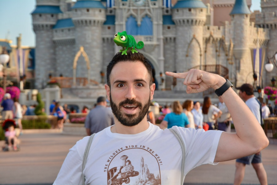 Foto de Memory Maker frente al castillo de Magic Kingdom - Magic Shot con Pascal