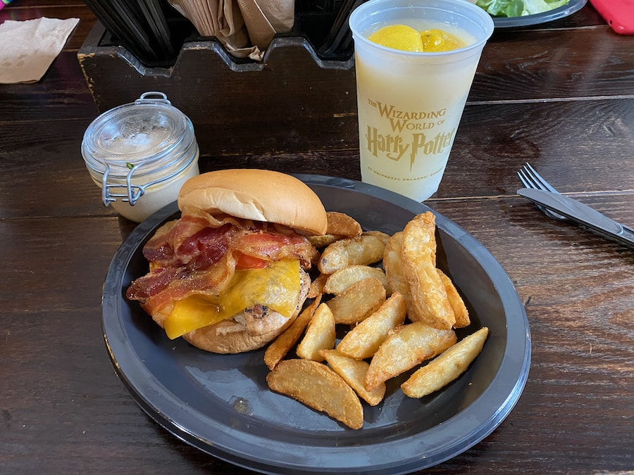 Hamburguesa de Pollo en el Caldero Chorreante de Universal Studios Florida