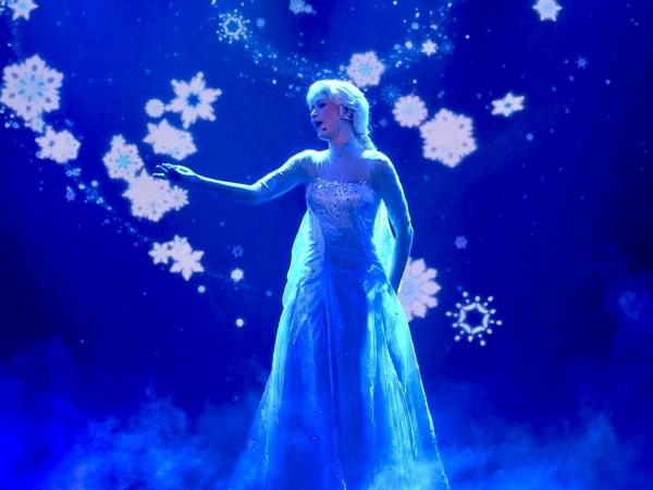 Elsa de Frozen en el espectáculo Mickey y el Mago de Disneyland Paris